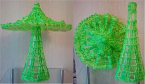Pilz aus Leuchtgarn auf Flasche - mit Leucht-Pigmenten bearbeiet